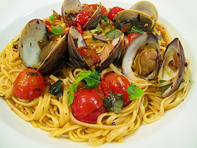 red-linguiniclams